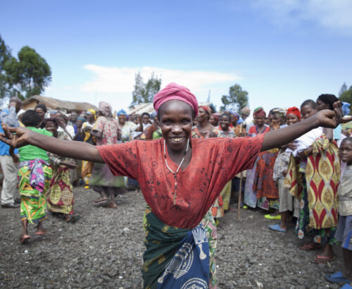 A woman greets Members of the Technical Committee of the peace, security and Cooperation Framework for the DRC and the region as the TSC conducts a field visit in Mugunga IDP camp near Goma, the 20th of May 2014.