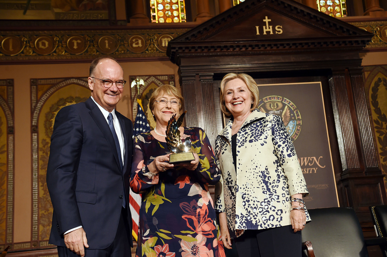 Bachelet receives award from Georgetown President DeGioia and Hillary Clinton