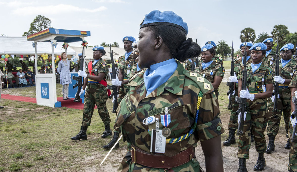 A decorative image showing a woman peacekeeper speaking to other uniformed troops that illustrated the topic of the event described on this page.